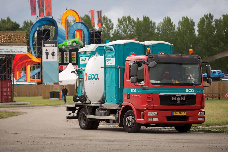 ECO Toilet vrachtwagen met vier toiletten op DefQon